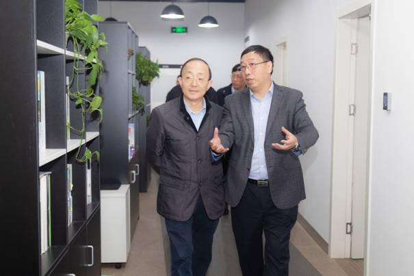 市科委主任张全一行赴科技创业中心调研